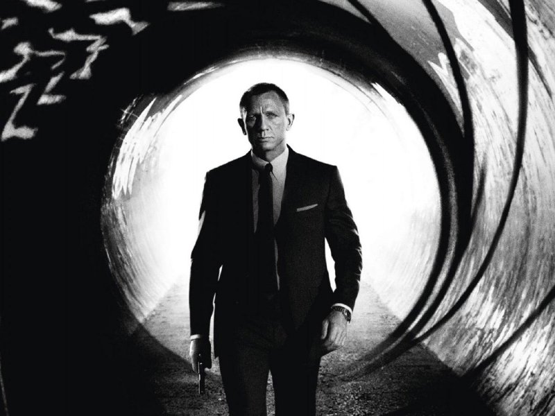 "Milwaukee-area moviegoers will get to see ""Skyfall"" a full day early, thanks to Marcus Theatres."