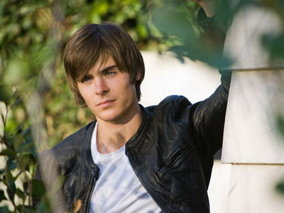 "Zac Efron stars as a basketball star (what else?) in the likable ""17 Again."""