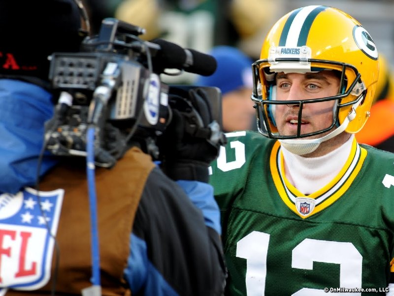 Aaron Rodgers leads the list of seven Packers named to the NFC roster for the Pro Bowl.