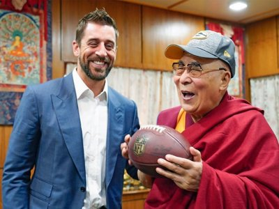 6e27a7745 Aaron Rodgers recruits a new Packers fan  the Dalai Lama