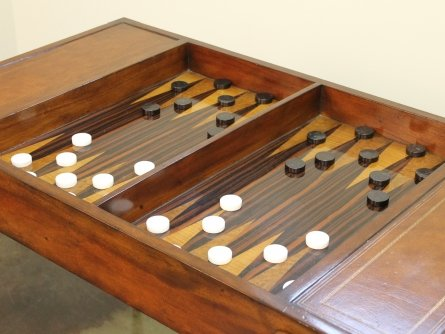 Charmant A Very Cool, High End Backgammon Table.