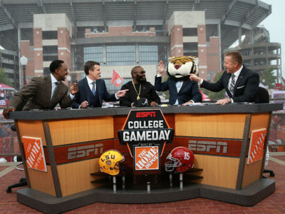 ESPN College GameDay brings headgear, Howard and Lada to Lambeau