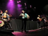 Barenaked Ladies start slow, pick up steam, end with big bang Image