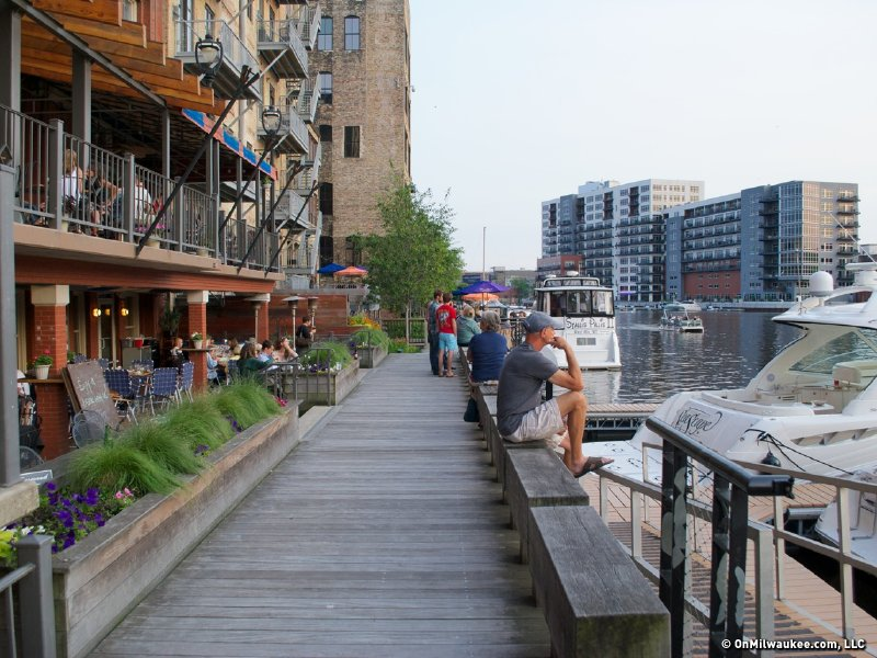 A guide to bars and restaurants overlooking water ...