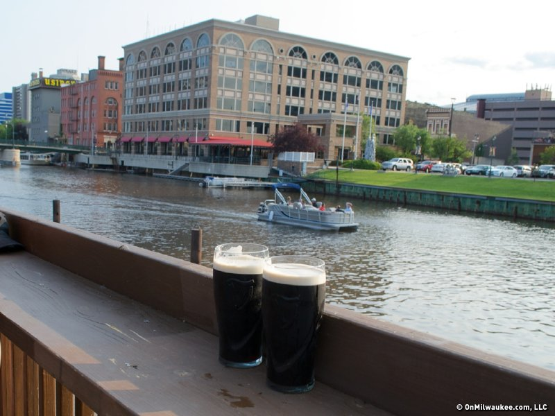 A Guide To Bars And Restaurants Overlooking Water Onmilwaukee