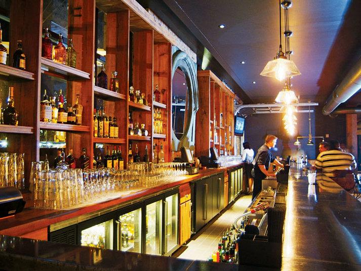 com bars clubs milwaukee 39 s best bar decor 2010 branded