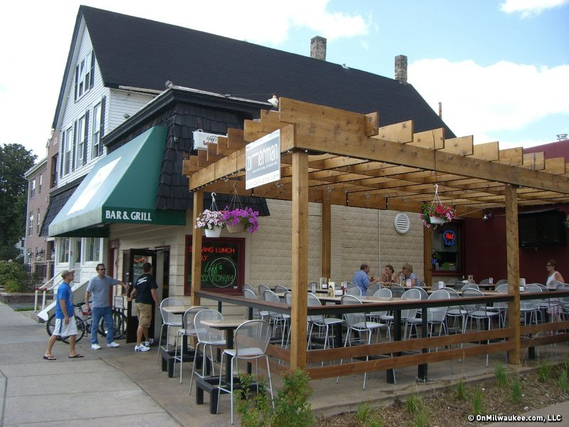 Milwaukee S Best Bar In Wauwatosa 2010 Leff S Lucky Town