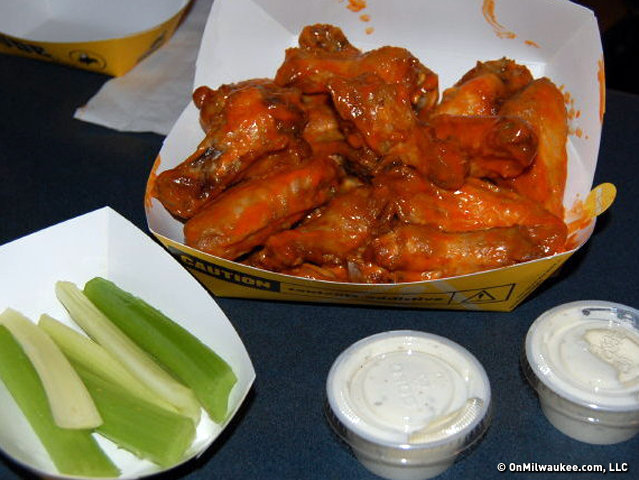 Buffalo Wild Wings may try to go beer   Restaurant Business