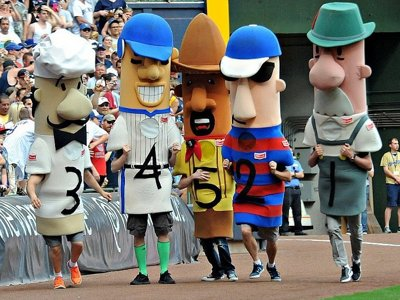 WATCH: During Brewers' sausage relay, Little Chorizo runs the wrong way Image