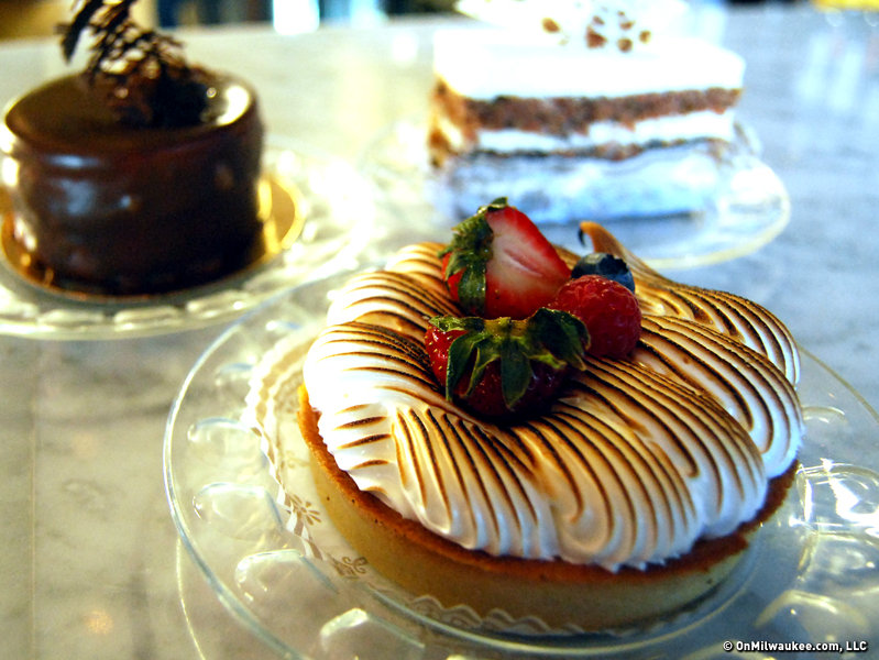 Not only are the desserts at Le Reve stunning and unspeakably delicious, they're inexpensive, too!