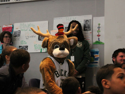 Bucks Foundation awards $100,000 grant to Schools That Can Milwaukee