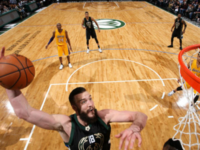 Bucks re-sign hustling, dunking, picking and rolling center Miles Plumlee