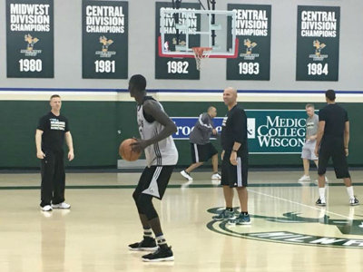 Thon Maker practices Image