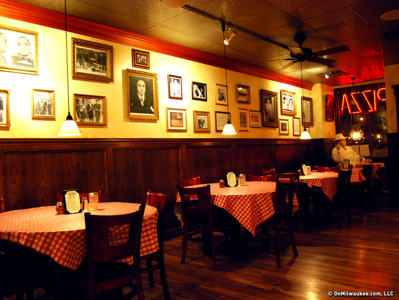 Find easy italian dining at capone 39 s 3rd st hideout for Italian interior design company names