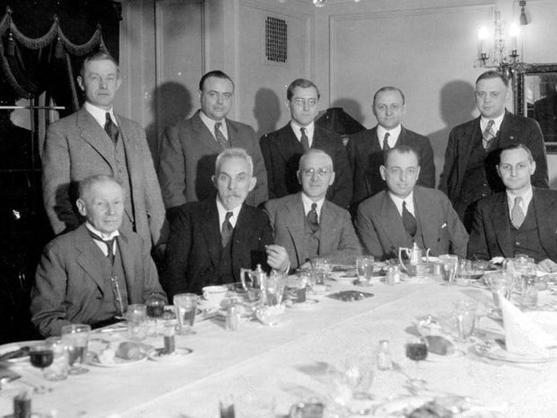 Carl Ringer, front left, at a dinner in his honor in 1932. On his left is William George Bruce. (Photo: Milwaukee Public Library)