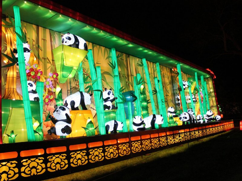 Preview event offers early peek at new China Lights show - OnMilwaukee