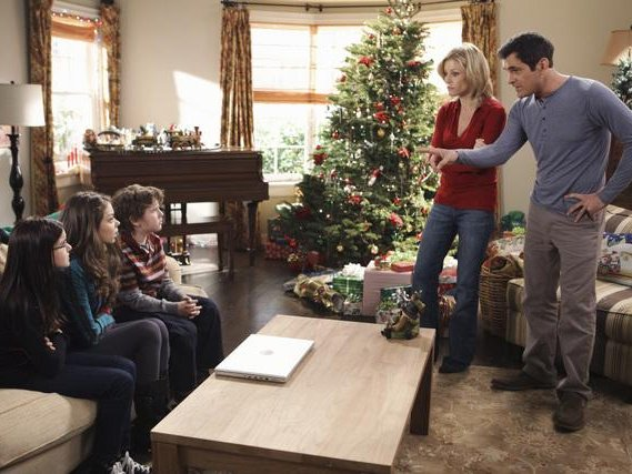 Modern Family Christmas Episodes.Onmedia Some Last Minute Christmas Tv Choices Onmilwaukee