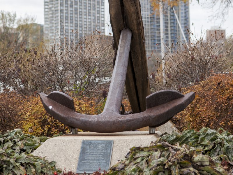 the largest artifact from the rouse simmons its anchor was raised in the 1970s and sits on permanent display in front of the milwaukee yacht club