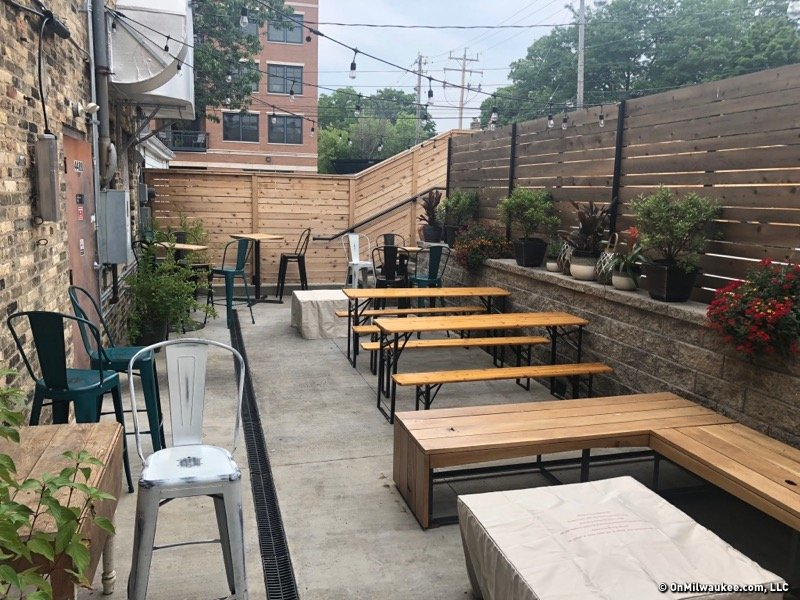 Cloud Red Has An Adorable New Patio. But Youu0027re Not Allowed To Eat Their  Food While Enjoying It.