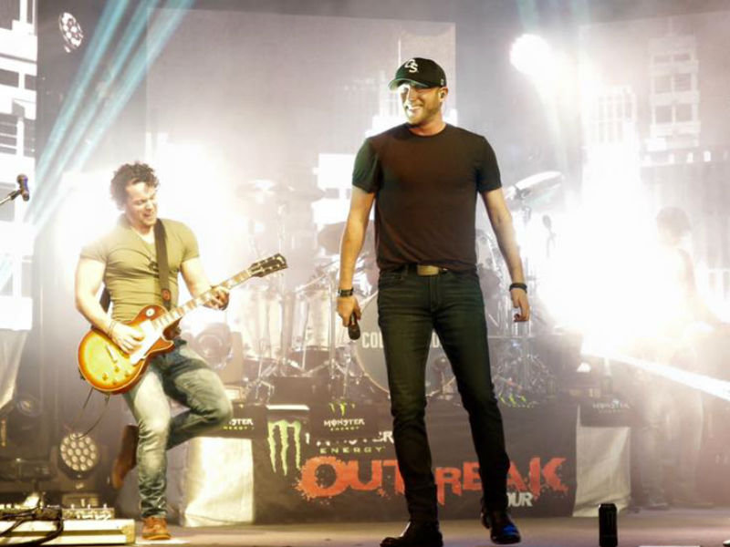 Where does country musician Cole Swindell want to eat when he comes to Milwaukee?