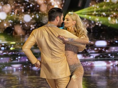 'Dancing with the Stars' recap: The celebs roll big numbers on Vegas Night Image
