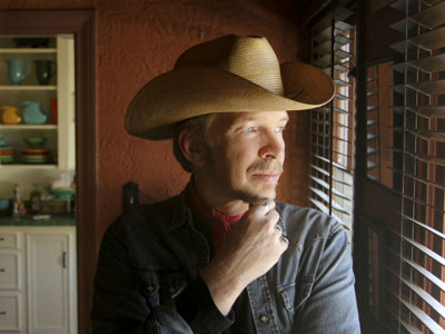 Guitarist Dave Alvin: always doing his own thing