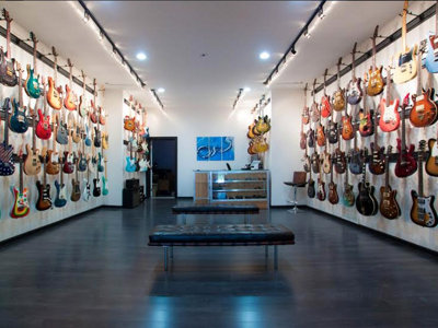 Distinctive Guitar shifts high-end axe boutique from Chicago to Bay View