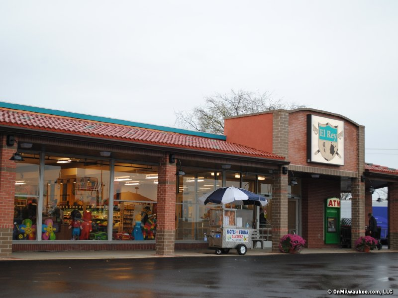 El Rey Family Market opened last Tuesday.