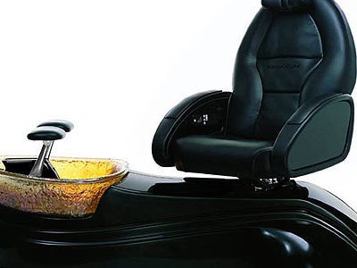Used Salon Chairs >> OnMilwaukee.com Marketplace: Pedicure spa chair gets start in Wisconsin