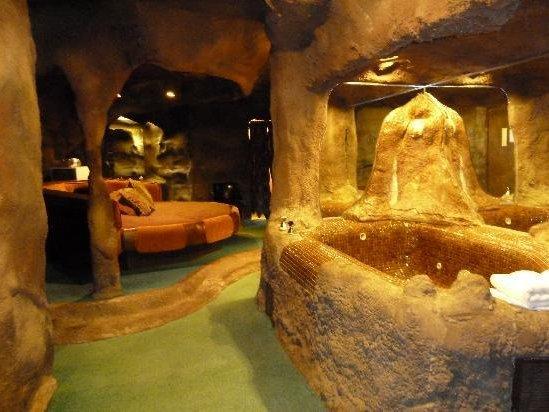 Fantasy Suites Bring Exotic Getaways Close To Home