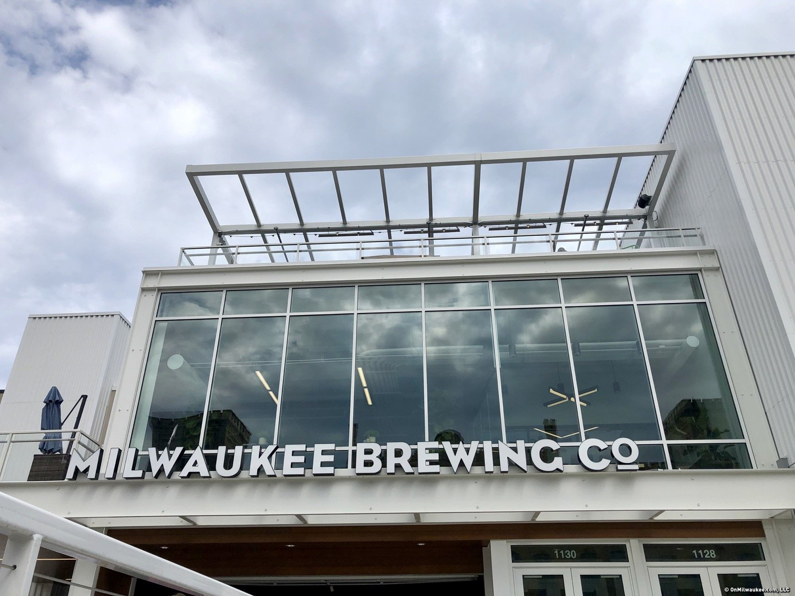 Look up from the patio and beer garden at Milwaukee Brewing Co. and you\u0027ll see the edge of The Rooftop the city\u0027s newest rooftop patio. & A roof with a view: Your first look at the Milwaukee Brewing Co ...