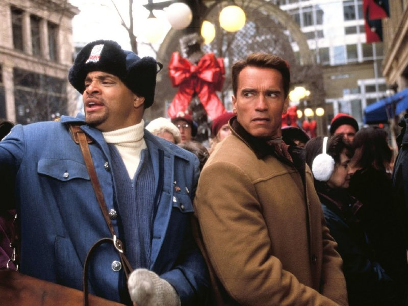 sinbad and arnold schwarzenegger in the holiday flop jingle all the way - Classic Christmas Movies List
