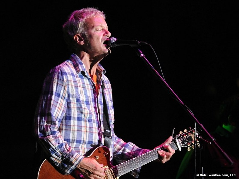 Chris Collingwood and Fountains of Wayne played a good set to a small crowd at Summerfest Wednesday night.