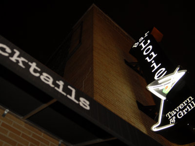 Stimulus sandwich: Bar Louie offers freebies tonight