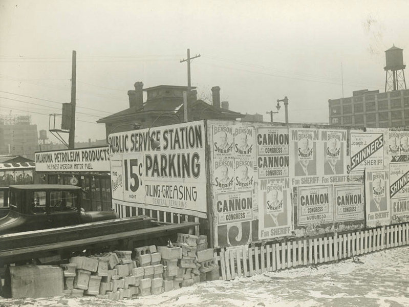 This photo shows a West Clybourn Street gas station in 1932.