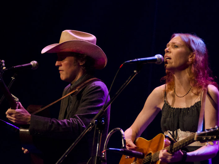 It's been five years since their last show in Milwaukee, but Gillian Welch and David Rawlings didn't skip a beat Monday night.
