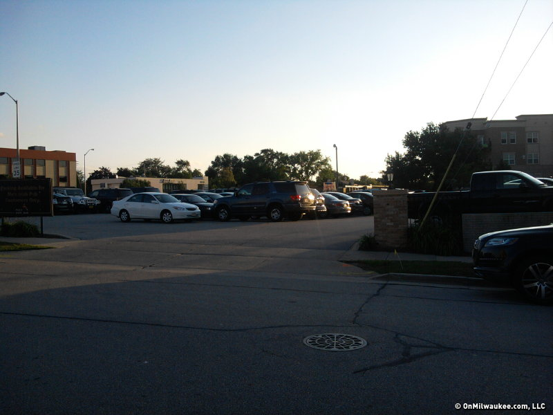 It's rare not to find parking at Mo's Tosa.