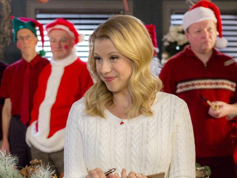 jodie sweetin stars in finding santa on the hallmark channel - Finding Christmas Hallmark
