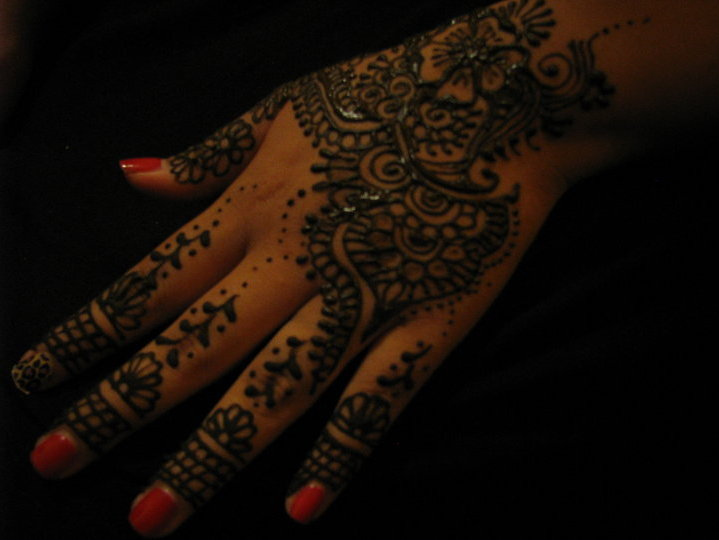 Mehndi Tattoo Hip : Mehndi still trendy where to get a henna tattoo in milwaukee