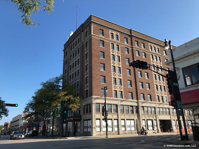 The 1923 Hotel Retlaw Built By Milwaukee S Walter Schroeder And Designed A Cream City Architect Is Getting Luxury Makeover