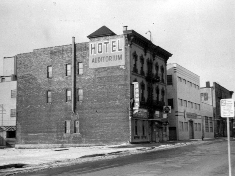 I wonder what the typical guest was like at Milwaukee's disappeared Hotel Auditorium (aka the Auditorium Hotel).