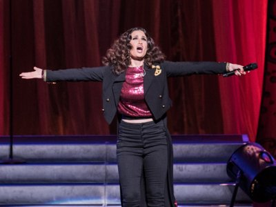 Idina Menzel's vocals and personality shine at the Riverside