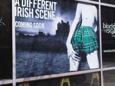 Tilt that kilt, Hooters meets the Irish pub