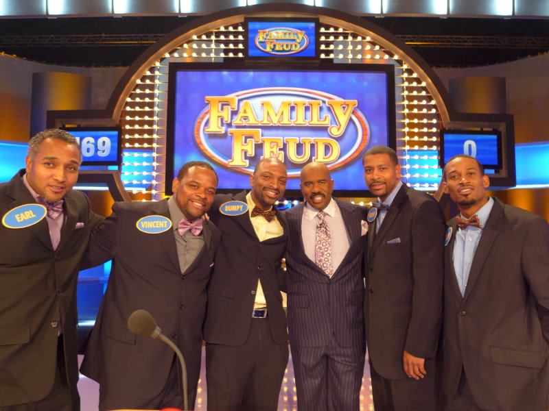 "The Ivory family, a group of cousins from Milwaukee, will be on the ""Family Feud"" on Friday."