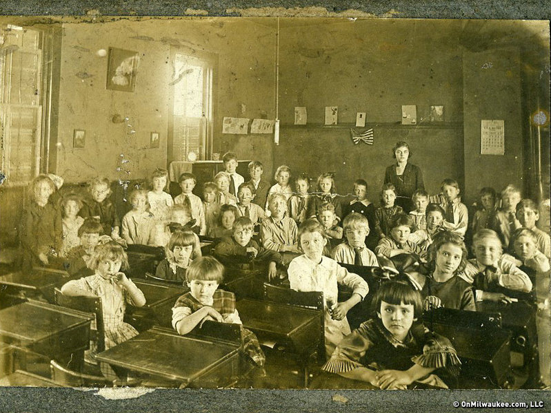 A Cold Spring Avenue School classroom in 1920.