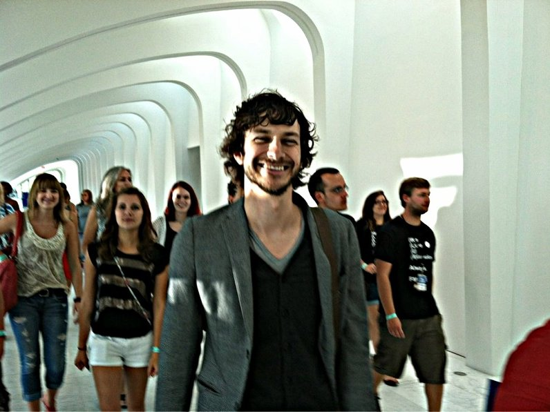 Gotye toured the Milwaukee Art Museum over the weekend.