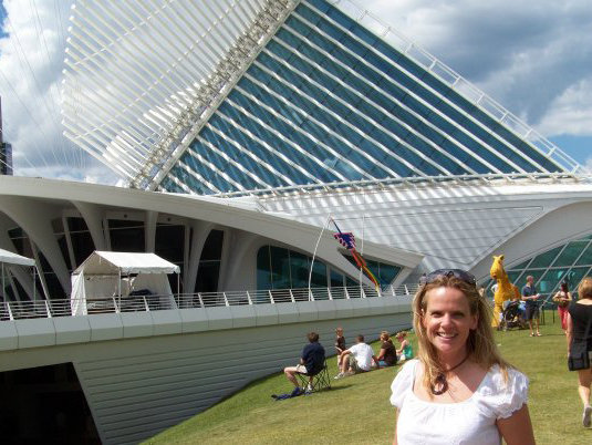 Kay Collins in front of the Milwaukee Art Museum.