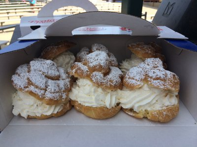 Cream puffs Image