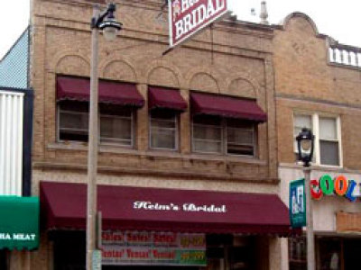 Bridal Shops on Onmilwaukee Com Wedding Guide  Mitchell Streets Bridal Train Trimmed