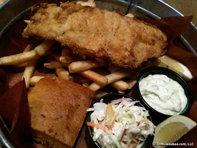 Motor 39 s daily fish fry shifts into overdrive on fridays for Best fish fry in milwaukee